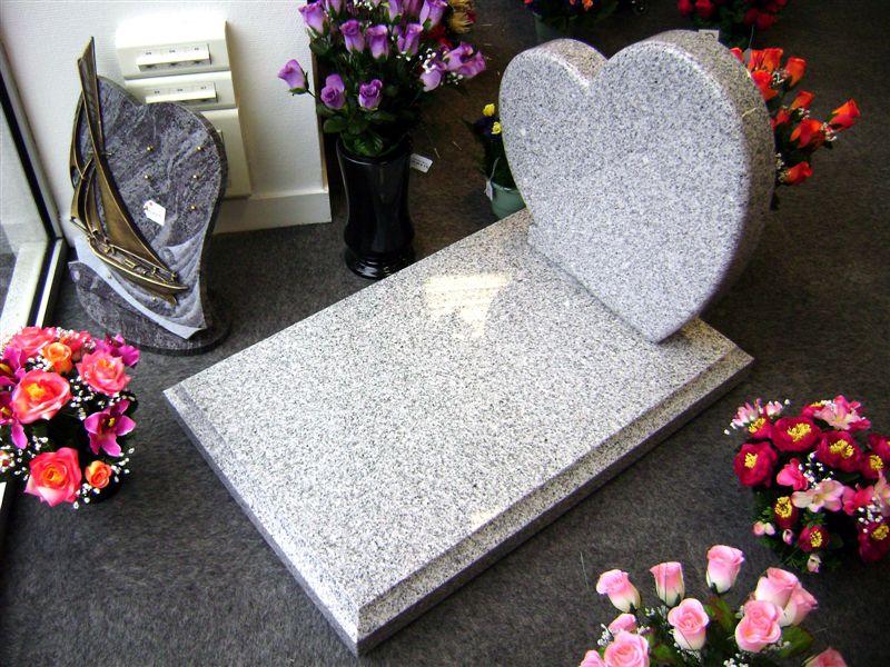Pierre tombale en marbre Saligny