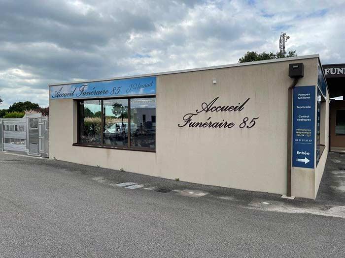 Entretien et services pompes funèbres près de La Ferrière