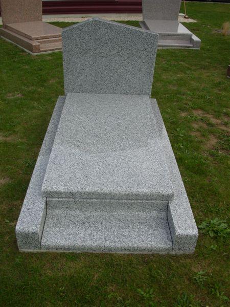 pierre tombale funérarium de la Roche sur Yon